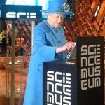 RT @BBCBreaking: Photo shows the Queen sending her first tweet (via @BritishMonarchy) http://t.co/WENeaVQ19O http://t.co/EL6S3P5k4m