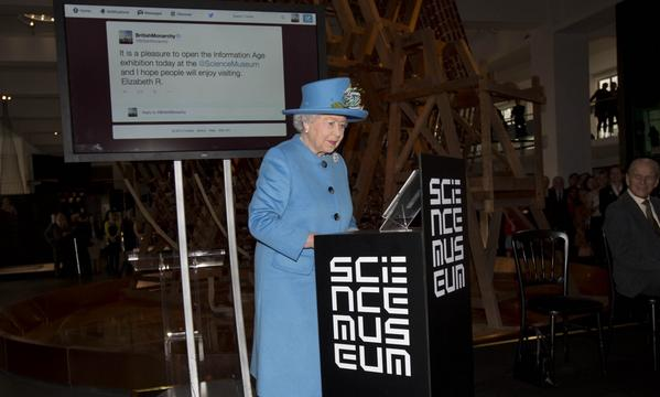 Something one doesn't see everyday... The Queen sends her first tweet to open #smInfoAge #TheQueenTweets http://t.co/yOeK6Jlnxx