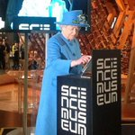 #TheQueenTweets - yes, our Queen has sent her first Twitter message http://t.co/SrpAN8jafZ http://t.co/tRa5opDkYQ