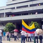 Más de 200 empleados de la rama Judicial, realizaron plantón frente al Palacio Justicia http://t.co/gWzanoILee http://t.co/j0AzKZrMS0