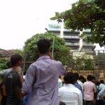 Crowds at Mannat RYT NOW!!! #DiwaliWithHappyNewYear http://t.co/LPdqA58yOa
