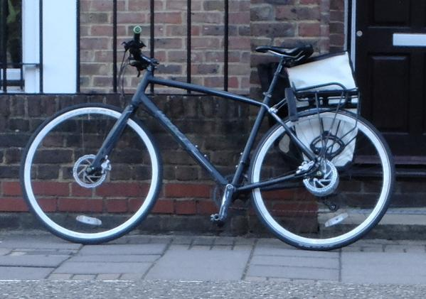 My Whyte Portobello, nicked from work, London E1, 23 Oct. Old photo; add rear mudguard, subtract pannier @StolenRide http://t.co/3tWQl68bXz