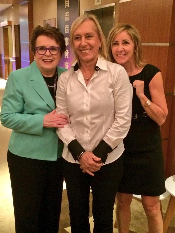 "What a picture! ""@BillieJeanKing: Sharing stories with @Martina and @ChrissieEvert .... Priceless! http://t.co/u4bJnjJhwX"""