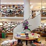 Uma noite na livraria: após cliente ser esquecido dentro de loja, rede lança promoção. http://t.co/3e7v6eprzo http://t.co/xvfrWhxmJC