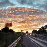 Rojo amanecer entre Puebla. Excelente fin de semana. Cortesía @chegaro81: http://t.co/Co4sah6aRR #QueChulaEsPuebla