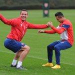 #AFC| A Podolski se le ve preocupado en los entrenamientos por el fútbol del @Arsenal, ¿no? (*léase con ironía) https://t.co/o2xSpjFyj2