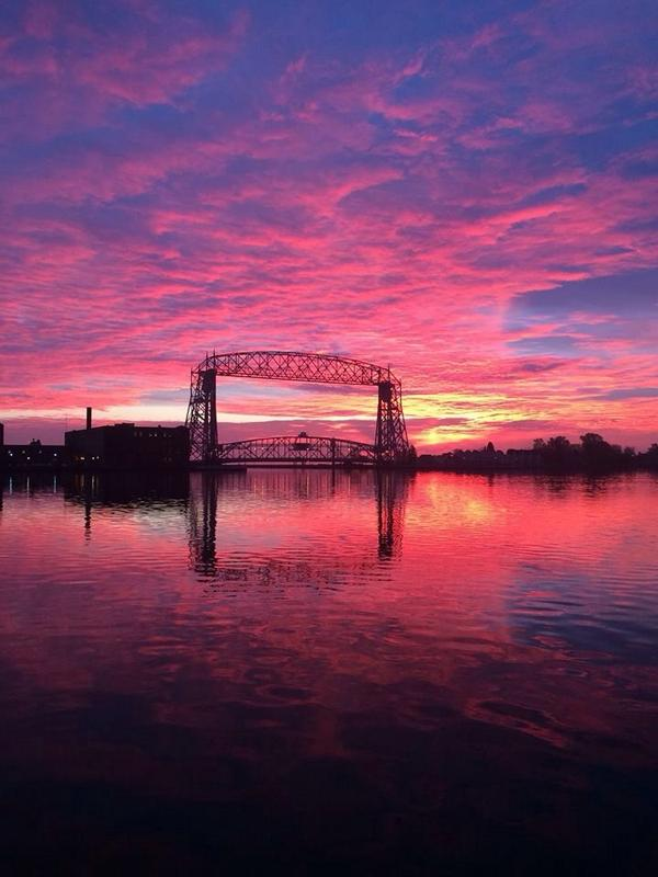 High cirrus clouds making for gorgeous sunrises region wide this AM! Thanks to Gene Shaw in Duluth for this picture: http://t.co/fwDQ93bqwM
