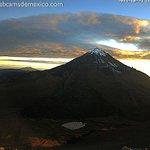 Imagen del amanecer de hoy en el techo de México, el Pico de Orizaba. Vía @inaoe_mx http://t.co/futPTTIckP