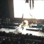 #MariahCarey gets the royal treatment: she is lifted onto the grand piano by a stage hand http://t.co/TiMLya1XpO