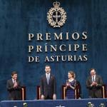 RT @CasaReal: El Rey clausura el acto. Convocados los Premios Princesa de Asturias 2015 #PremiosPrincesa http://t.co/HV9NyHw8Pv http://t.co/nLZK2qQ6Fe