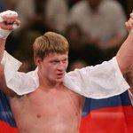 RT @sovsport: С минуты на минуту на ринг выйдет Поветкин! Еще не поздно прочитать его интервью перед боем http://t.co/ptSrMNEbnA http://t.co/Nu2v7YwxNG