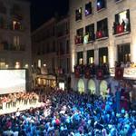 """El @corgeriona canta """"Músic de carrer"""" de @txarango per tancar el pregó de les Fires de Sant Narcís 2014 #FiresGirona http://t.co/XCsMFaO1Mw"""