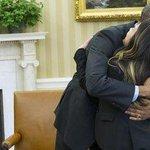 RT @Piruletadementa: Que dice Mariano que Obama abraza a la enfermera curada de ébola porque ella no se tocó la cara... http://t.co/lA0431jA1O
