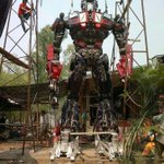 Optimus Prime made from old car parts in Thailand. http://t.co/4v1EUUZQp2