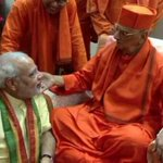 PM @narendramodi with president of Ram Krishna Mission. Awesome ! http://t.co/ZpIVeHhaI2