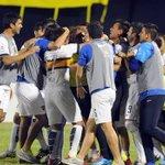 """""""Cada vez nos falta menos, para volvernos a ver.."""" fue el cantito de los jugadores de #Boca en el avión contra River http://t.co/M4jvBEUUAm"""