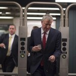 Scenes from Mayor @BilldeBlasios morning commute on the subway. http://t.co/dHxGjfEwAm