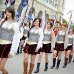 RT @kerutya: フサリア女子の行進 http://t.co/2hVviIUVhH