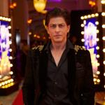 RT @MandviSharma: @iamsrk at the Red Carpet of the World Premiere of @HNY #DiwaliWithHappyNewYear http://t.co/oxfGCRLMLL