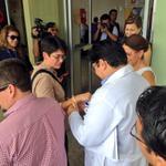 Ministra #Vance en su llegada al #HRZ es recibida por sus directivos #CalidadconCalidez #Manta http://t.co/Z2sZpH72jH