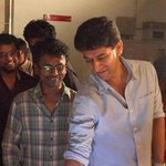 RT @SamanthaPrabuFC: Behind the scenes - #Kaththi working still :) @Samanthaprabhu2 @ARMurugadoss http://t.co/gxL8DVXzxj
