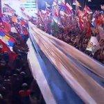 asì llegò la bandera uruguaya entre un mar de gente a las manos de nuestro futuro presidente http://t.co/Zt89l7ooEI