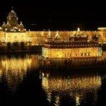 Golden Temple yesterday on Diwali Night! Mesmerising! http://t.co/fE8PEbOBho