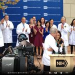 RT @elmundosalud: Dos gurús de la ciencia (Collins y Fauci) abrazan a la enfermera que venció al ébola. Que se hará aquí con Teresa? http://t.co/CgPUvQO1Rf
