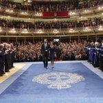 RT @CasaReal: Los Reyes, en la ceremonia de entrega de los Premios Príncipe de Asturias 2014. http://t.co/HV9NyHw8Pv http://t.co/foTeDzdQoq