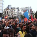 RT @albacorazonegro: Olé como está Oviedo por la protesta contra la monarquía en los Premios Príncipe de Asturias. #SomosReales http://t.co/GWgkjFHuPw