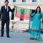 Newly Married Couple With #PTI Flag :) #GujratForPTI #AzadiMarchPTI #AzadiFundPTI #GoNawazGo http://t.co/K9cCWaETDe
