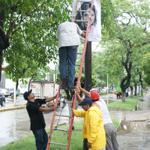 Con los pendones en la mano de #RosalindaLopezHdz por personal de @OficialCentro @jcarloshuerta @PGurria http://t.co/Cn0VC30eMG
