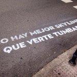 #VandalismoSentimental: Enamorados de la poesía en el asfalto no, lo siguiente! ¡Amar es urgente! @BOAMISTURA #Madrid http://t.co/HNOF2kUidP