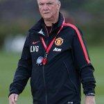 [PIC] Louis van Gaal di sesi latihan kemarin http://t.co/cXclKwe9IA