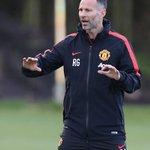 RT @Seputar_MCU: [PIC] Ryan Giggs memberikan instruksi kepada para pemain Manchester United :) http://t.co/x6IjbZAuis