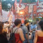 Ahora km 0 mendocino! Acto de repudio a la represión de la gendarmeria de Berni y Cristina! http://t.co/ehwR8bugBB