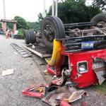RT @LPGDptos: Un fallecido y un lesionado en accidente de tránsito en #sonsonate foto M.Marroquín http://t.co/gmbjzQjc3P