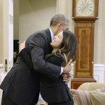 Obama recibe a la enfermera curada de ébola http://t.co/9VYZKZwZgY http://t.co/PxWofsSQ11