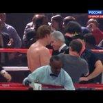 RT @molniasport: НОКАУТ! Александр Поветкин отлично проводит бой. Карлос Такам подняться больше не может http://t.co/UbV08rIEau