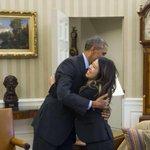 RT @radiocable: Obama abrazando a la enfermera que ha superado el ébola . http://t.co/YBpwE1Ppdc