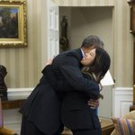 RT @ElNuevoDia: Obama abraza a enfermera estadounidense recuperada de ébola | http://t.co/HNibgNw3Nv http://t.co/RkEfvgUXZI