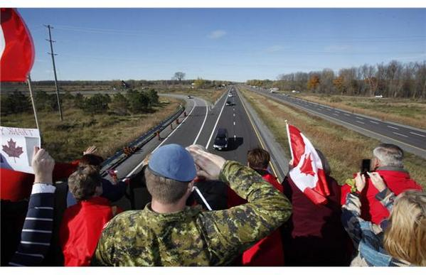 Cpl. Cirillo makes final journey along the Highway of Heroes http://t.co/Ipy9STEDlJ #spnews http://t.co/julhcl4Khe