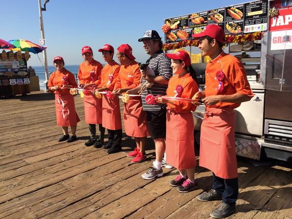 Hello Japadog fans☆ Thank you for waiting we are open at Santa Monica Pier now!!  We will be here until 8:00pm!! http://t.co/09ZqNKUB9I