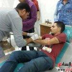 RT @25194_Ahmed: صور - أهالي #سيناء يتوافدون للتبرّع بالدم لمصابي الجيش #كلنا_الجيش_المصرى http://t.co/gwXZbOGjcT