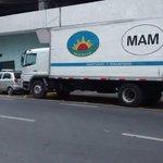 Por IMBÉCILES Q SE ESTACIONAN EN ZONA DE BOMBA el carro de Bomberos 1a Cía #Antofagasta no puede salir a emergencias http://t.co/UGnciBPXSH