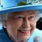 RT @theTiser: Queen Elizabeth II sends her first ever tweet. We are amused. http://t.co/IIxc1IYxOH Picture: Chris Jackson #Royals http://t.co/g2MNLgiG2q