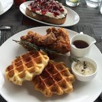 The weekend is here and this photo of @chilewich placemats with @RiverparkNYCs brunch certainly got us in the mood! http://t.co/Q1kww3d5rT