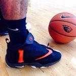 Gary Payton II rocking some super custom Nike sneakers at @OregonStateMBB practice today!! ???????????????? #BeaverSwag #GoBeavs http://t.co/RD4E5d7Ehm