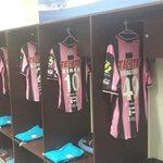 RT @Club_Queretaro: Listo nuestro plumaje para nuestro partido de hoy, en apoyo a la lucha del cáncer de mama. #SienteTuSalud http://t.co/q8xg9EUNG6