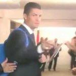 (Video) Así reaccionó Cristiano Ronaldo al ser preguntado por Messi: http://t.co/dcztNwOgsc http://t.co/TPYOL7LZ4s